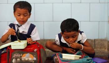 Indian school children eating lunch