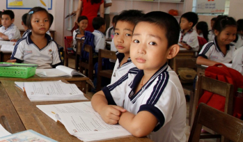 Students in a Vietnamese classroom